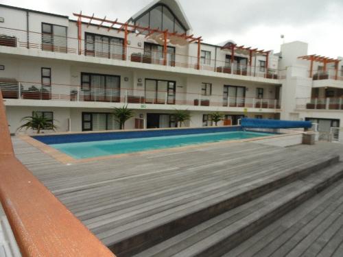 Cape Town,    277599 €