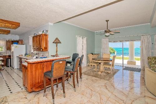 Grand Cayman,   5500000 €