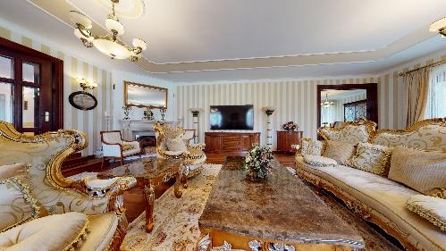 Prague,  51000000 €